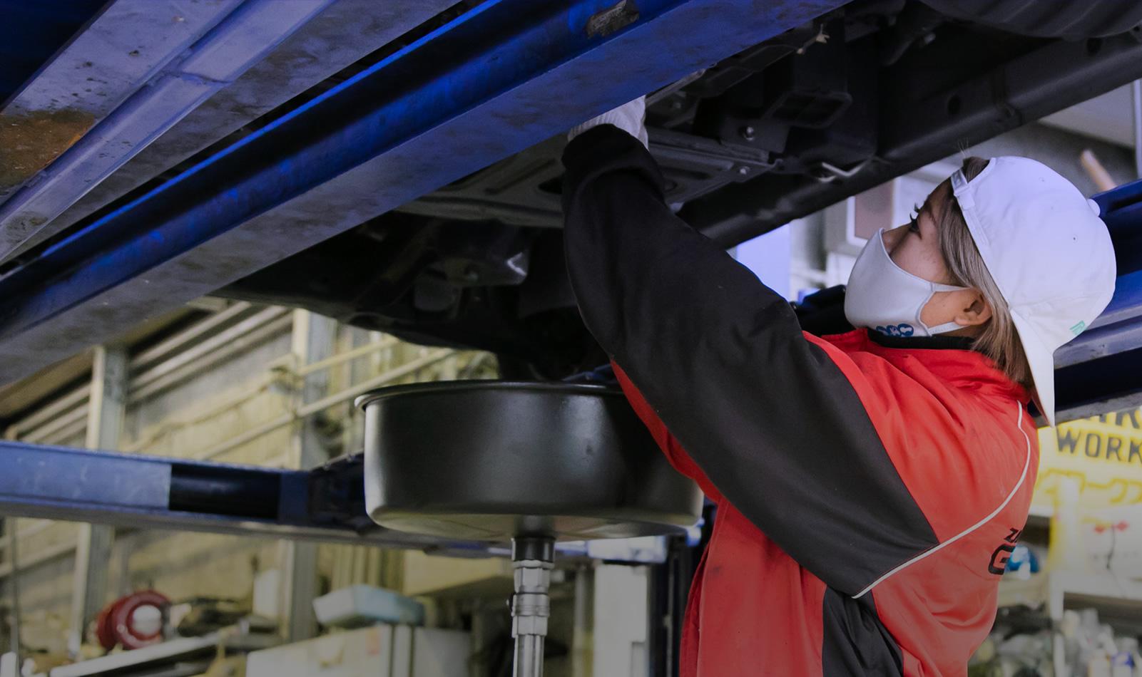 丸八重整備は、工事や工場に必要な車両の販売・レンタル・修理に特化した会社です。